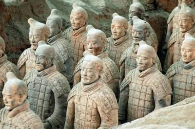 TERRACOTTA ARMY, THE THOUSANDS OF STATUES OF CHINESE SOLDIERS